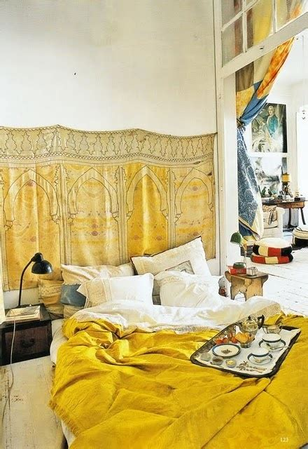 banana mood  yellow dipped room designs digsdigs