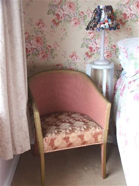 vintage dusty pink lloyd loom style wicker chair