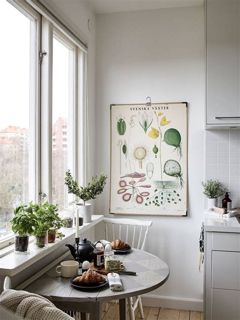 Decorating Ideas For Small Kitchen Table by 25 Best Ideas About Small Breakfast Nooks On