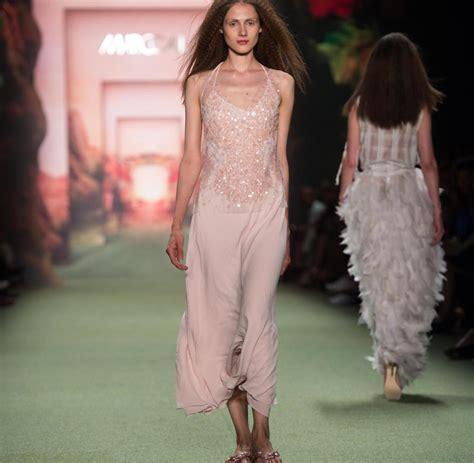 berlin fashion week marc cain zeigt woodstock feeling auf
