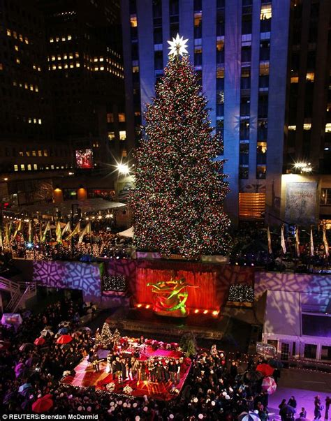 christmas tree lighting new york rockefeller center tree lights go on as shakira and aretha franklin perform in new