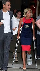 Kelly Ripa reveals she broke her foot at dance class ...