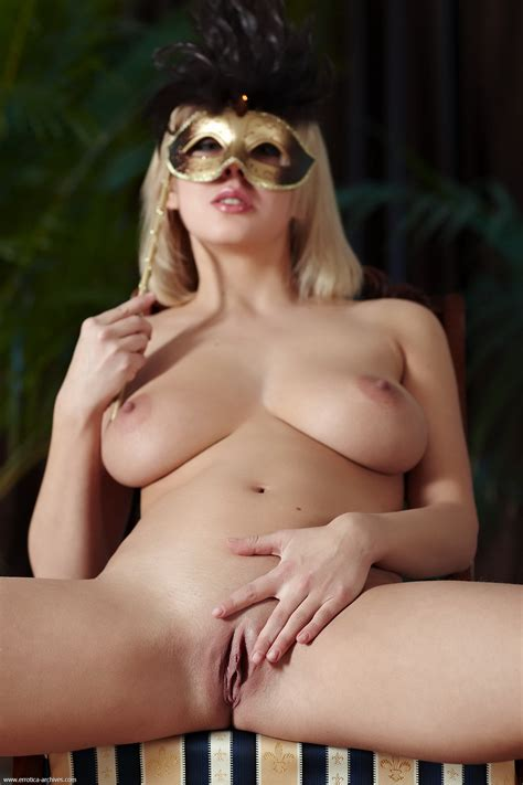 Blonde Has Beautiful Big Natural Tits And A Sexy Shaved