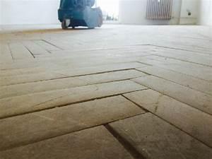 Odstranění asfaltu z parket
