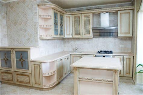 how to antique kitchen cabinets with white paint abzugshaube in der k 252 che richtig montieren 9689