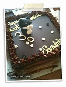 Décorer Un Gateau Au Chocolat : g teau d anniversaire brownie aux noisettes p pites de chocolat et nougatine d coration ~ Melissatoandfro.com Idées de Décoration