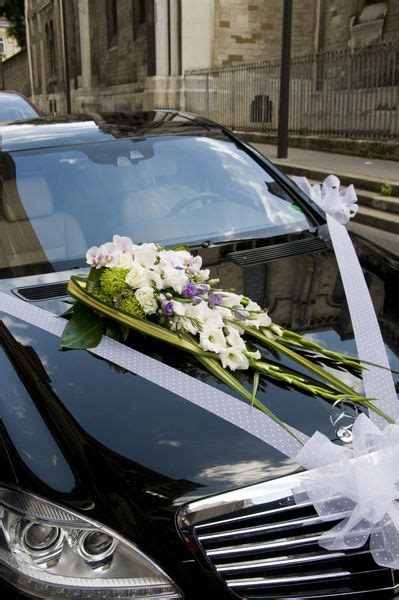 decoration capot voiture mariage capot de voiture de fleurs et d eau fra 238 che triel mariage bourgeois voiture