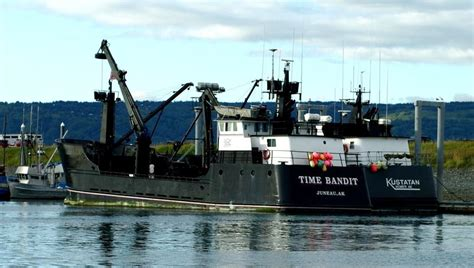 Deadliest Catch Boat Sinks Crew by Time Bandit