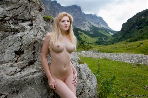 Katheryn Winnick Nude Possing Her Boobs Pussy Fake