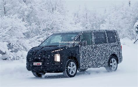 2019 Mitsubishi Delica Spied, Borrows Styling Cues From