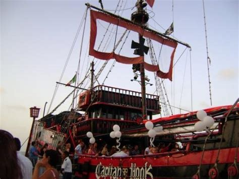 Barco Pirata Hook Cancun by Captain Hook Cancun Picture Of Captain Hook Barco Pirata