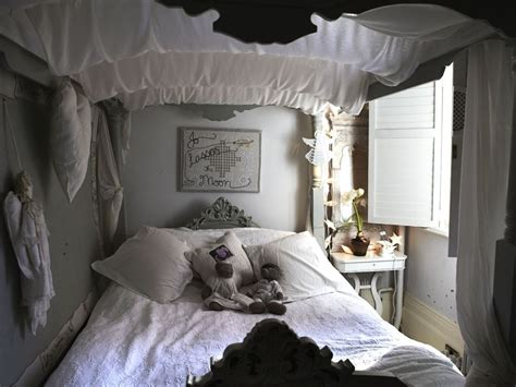 black and white shabby chic bedroom black and white shabby chic bedroom bedroom design ideas