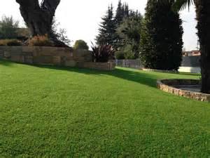 Le gazon synthetique pour jardins gazon synthetique for Amenagement jardin en pente 11 gazon synthetique toiture terrasse green eco concept