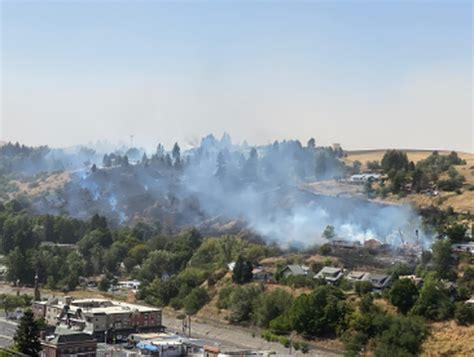 fire burns hundreds  acres  colfax prompts
