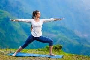 Abnehmen Mit Pilates : yoga zum abnehmen so purzeln die pfunde inkl bungen ~ Frokenaadalensverden.com Haus und Dekorationen