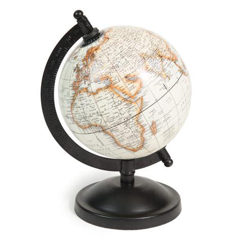 chambre de petit garcon globe terrestre h 20 cm athinigane maisons du monde