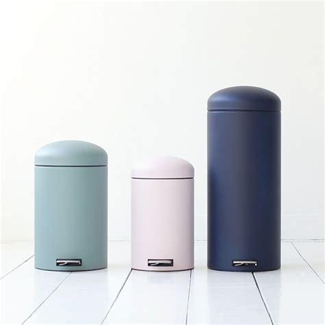 Design Bathroom Trash Can by 25 Best Ideas About Bathroom Trash Cans On