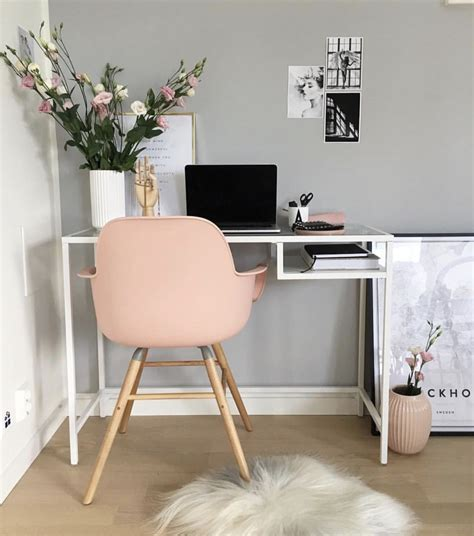 bureau cosy coin bureau cosy avec un mur peint en gris perle un