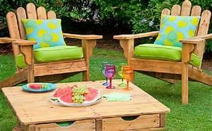 3 conjuntos de mesas y sillas con palets