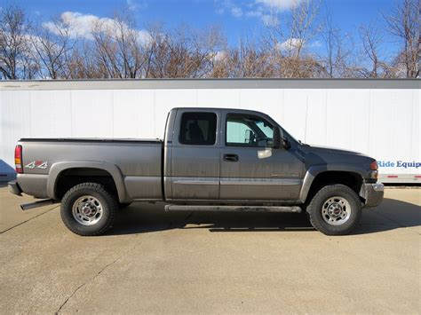gmc bed cover 2006 gmc tonneau covers extang