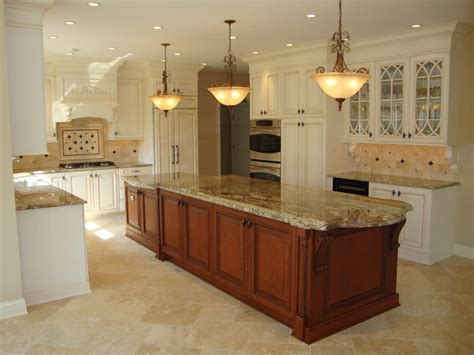 large  level island kitchen traditional kitchen
