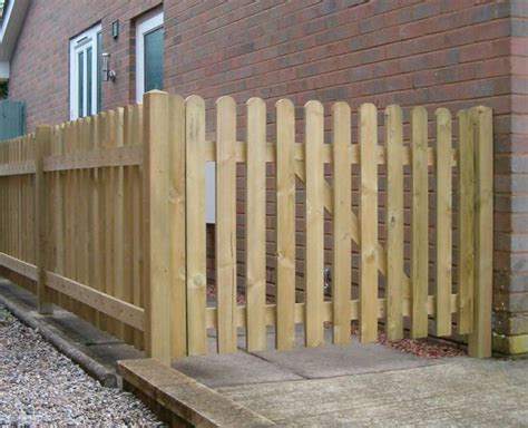 Small Trellis Fence by Best 25 Small Garden Fence Ideas On Small