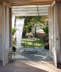 Salon Pour Balcon : terrasse en prolongement salon auvent en voilage ~ Teatrodelosmanantiales.com Idées de Décoration