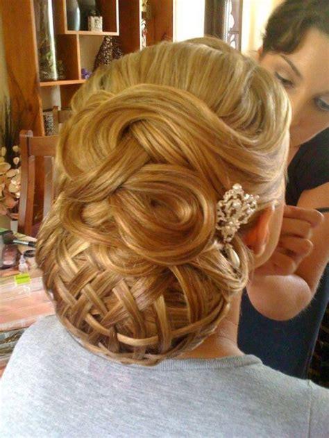 list  stylish christmas hairstyles