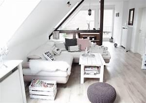 Dachschräge Einrichten Tipps : die besten 25 dachgeschosswohnung ideen auf pinterest dachbodenausbau fu boden loft ~ Frokenaadalensverden.com Haus und Dekorationen