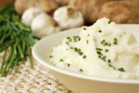 garlic mashed potatoes garlic mashed potatoes with chives recipe epicurious com
