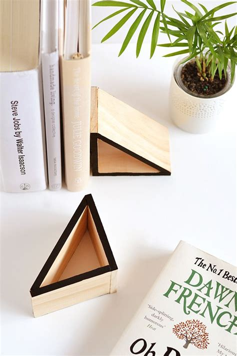 diy wood triangle bookends   diy wood  bookends