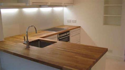 cuisine plan travail bois traiter un plan de travail de cuisine en bois brute