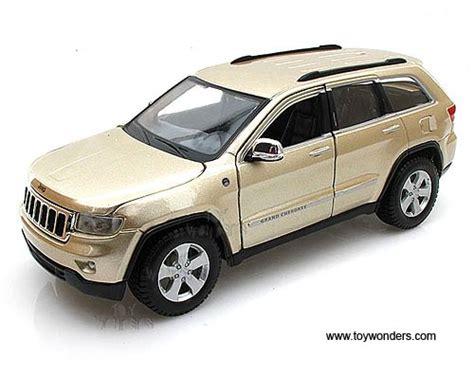 jeep cherokee toy jeep grand cherokee laredo suv 31205g 1 24 scale maisto