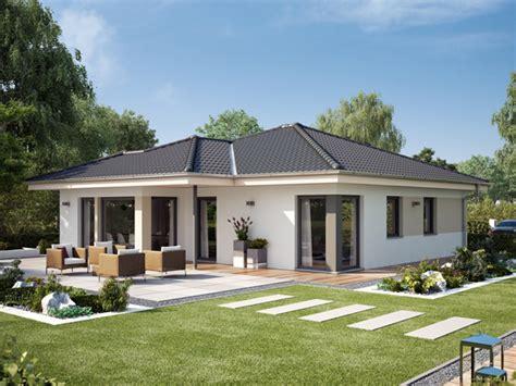 Moderne Häuser Mit überdachter Terrasse by Bautrend Bungalow Warum Der Bungalow Sein Comeback Erlebt