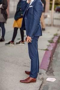 Blauer Anzug Schuhe : dunkelblaues sakko wei es businesshemd dunkelblaue anzughose braune leder oxford schuhe f r ~ Frokenaadalensverden.com Haus und Dekorationen