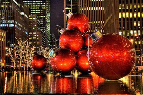 christmas decoration around nyc new york city ornaments