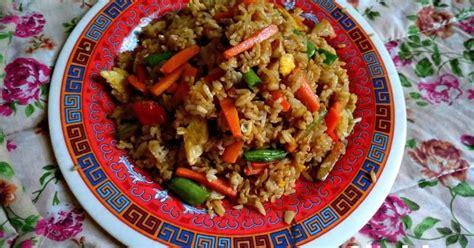 Panaskan minyak, tumis bawang putih dan bawang bombay hingga harum. 4.614 resep nasi campur enak dan sederhana - Cookpad
