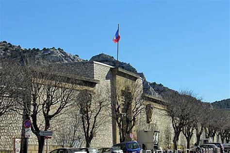 bureau de poste marseille 13009 les baumettes quartier à visiter provence 7
