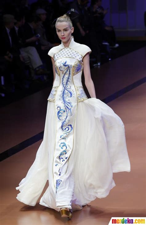 foto pesona busana busana anggun  china fashion week