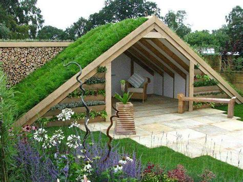 Exceptional Garden Hut With Grren Roof And Growing Walls