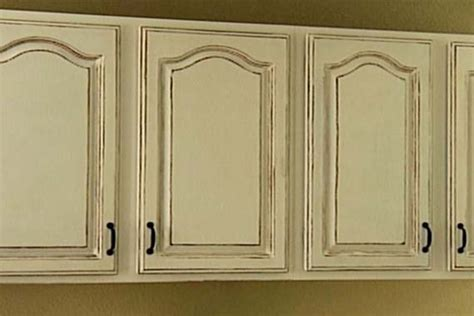 antique white kitchen cabinets for shabby chic style