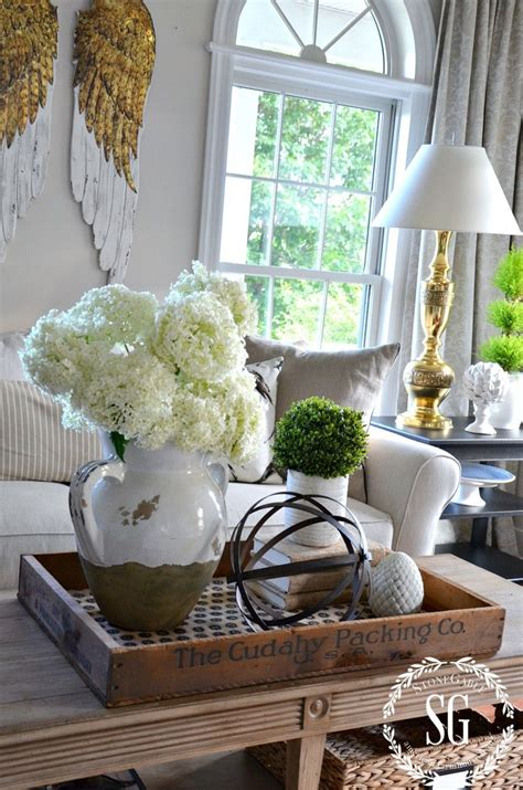 Coffee table decor gives an elegant touch to your living room. 13 Farmhouse Coffee Table Decor Ideas Pictures