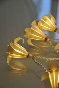 Guirlande Lumineuse Papier : guirlande fleurs de lys en papier japonais guirlandes origami ~ Teatrodelosmanantiales.com Idées de Décoration