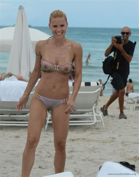 Promis nackt am strand