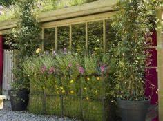 terrasse moderne avec coin repas pergola et fontaine en With amenagement jardin avec pierres 5 paysage jardin exceptionnel et sophistique en 53 idees