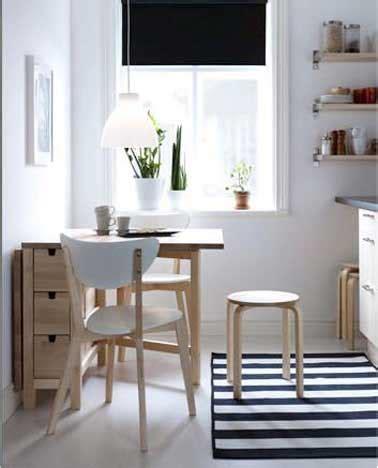 petit table de cuisine une table de cuisine avec rangement comme coin repas