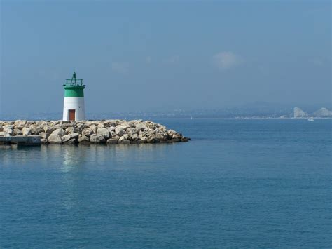panoramio photo of port de laurent du var le phare