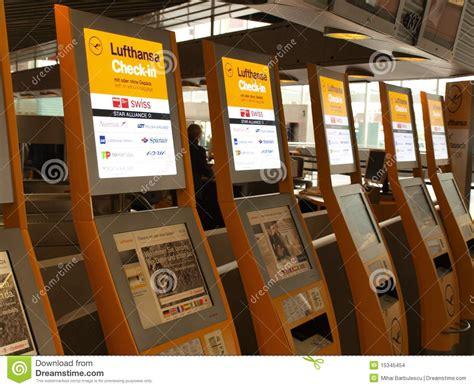 bureau lufthansa enregistrement de lufthansa image stock éditorial image