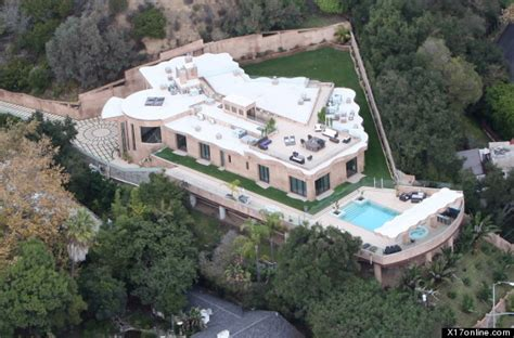 rihanna s 12 million mansion singer buys home in pacific palisades photos huffpost