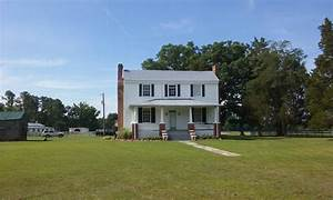 Small horse farm with remodeled 1850s farm house and 9 ...